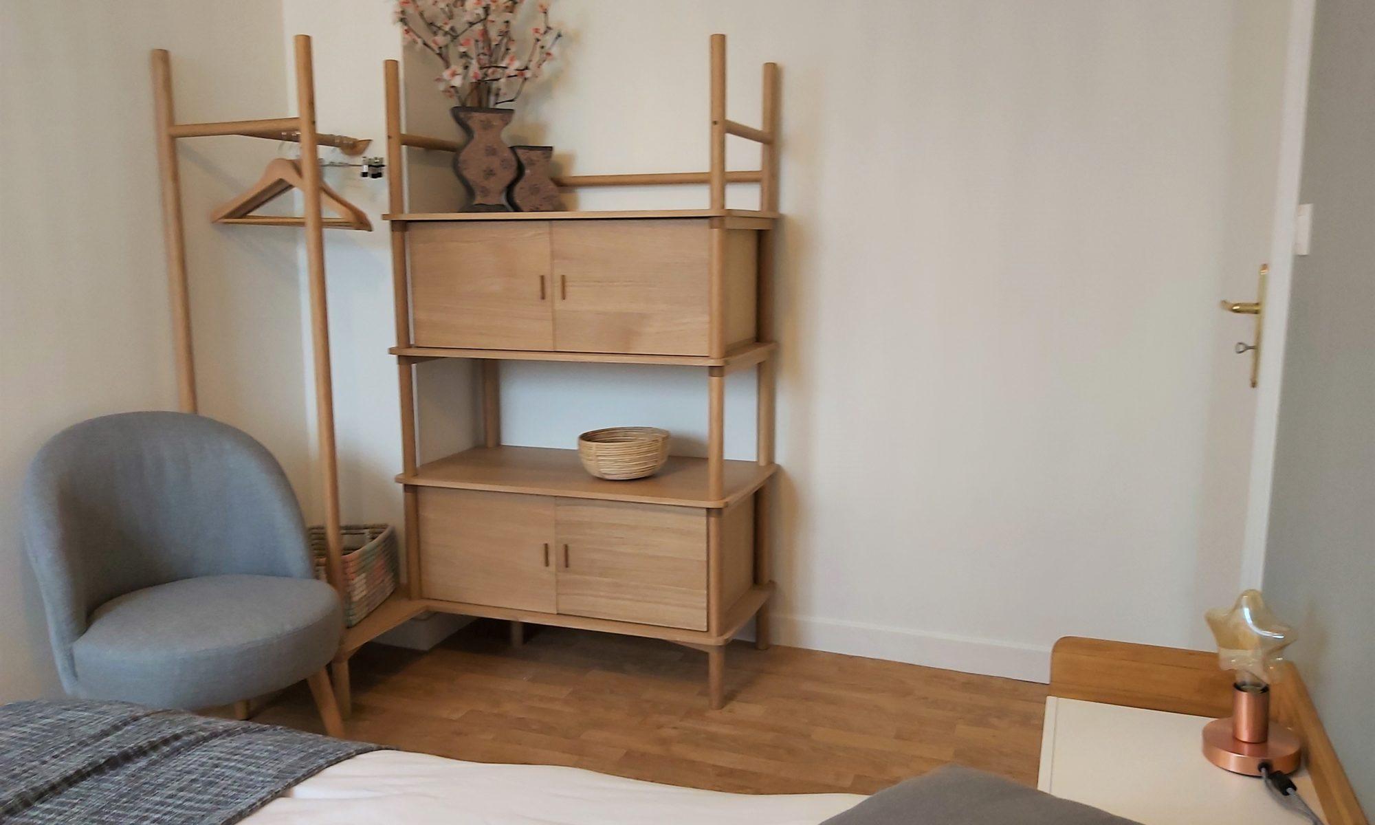 la chambre avec le lit double